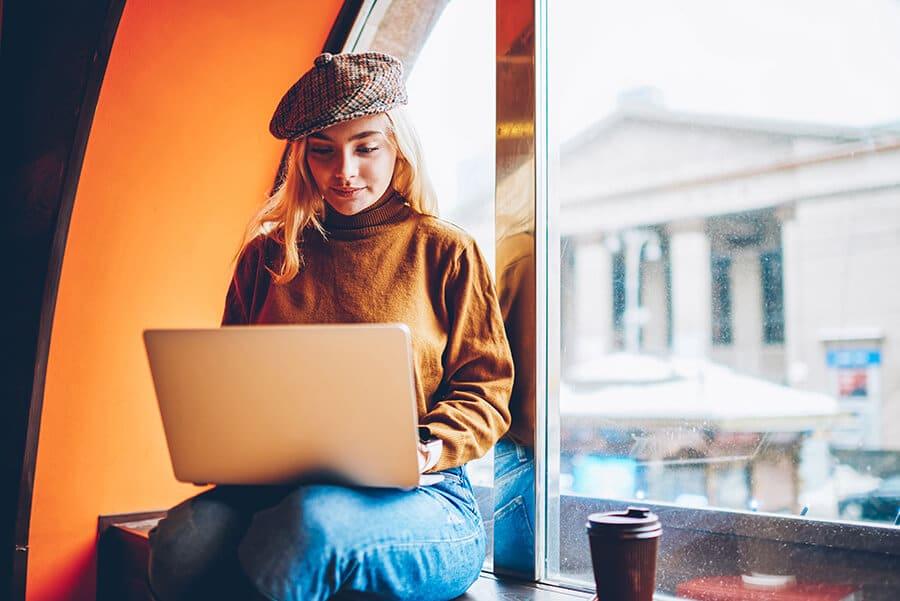 laptop-girl-in-hat